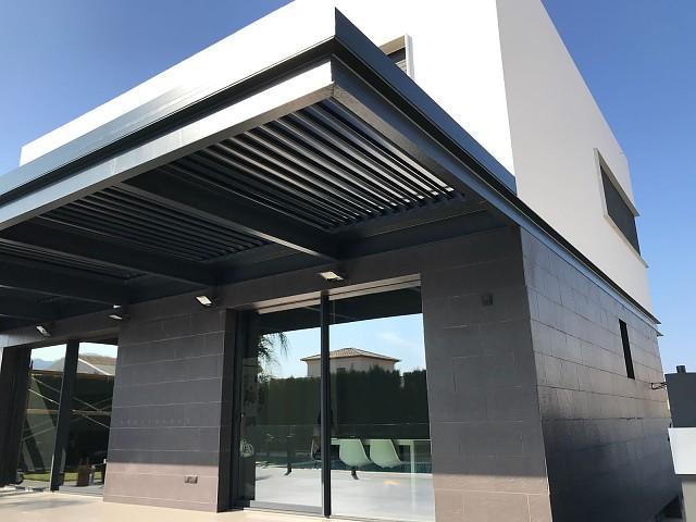 Pérgola Bioclimática instalado sobre estructura metálica