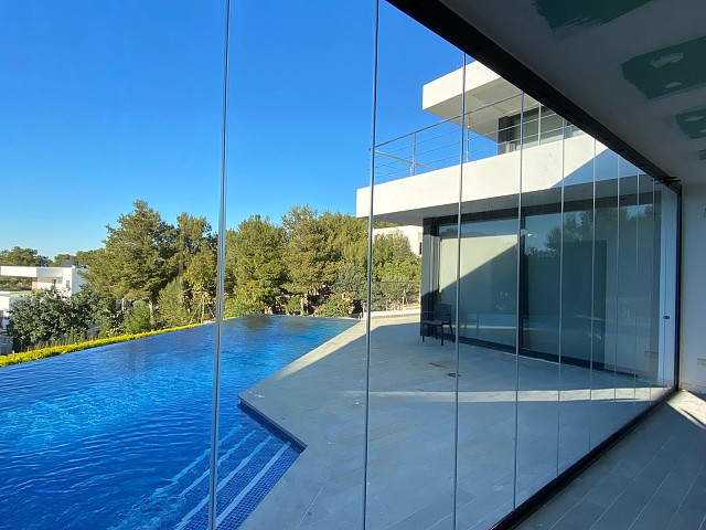 Инкрустированная нижняя направляющая стеклянная завеса