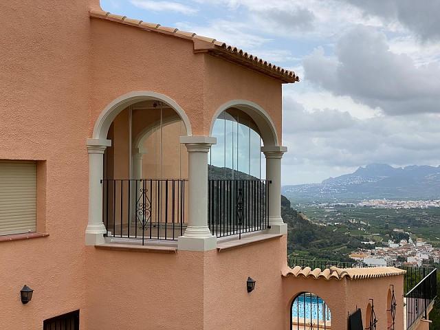 Стеклянная штора на террасу с 3-мя арками