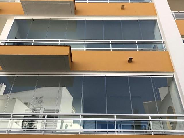 Монтаж стеклянных занавесей в сообществе хозяев