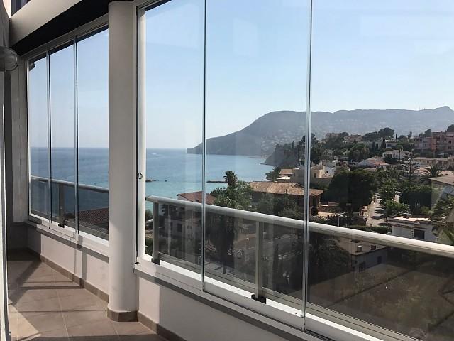 Раздвижные стеклянные шторы в Кальпе