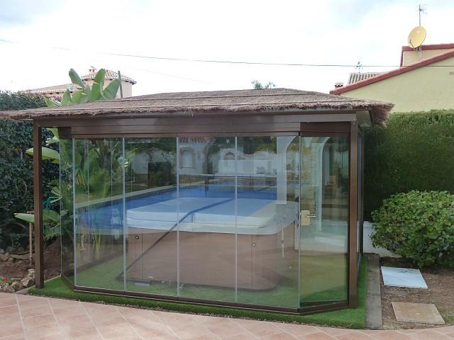 Теплица для джакузи с крышей и стеклянной занавеской