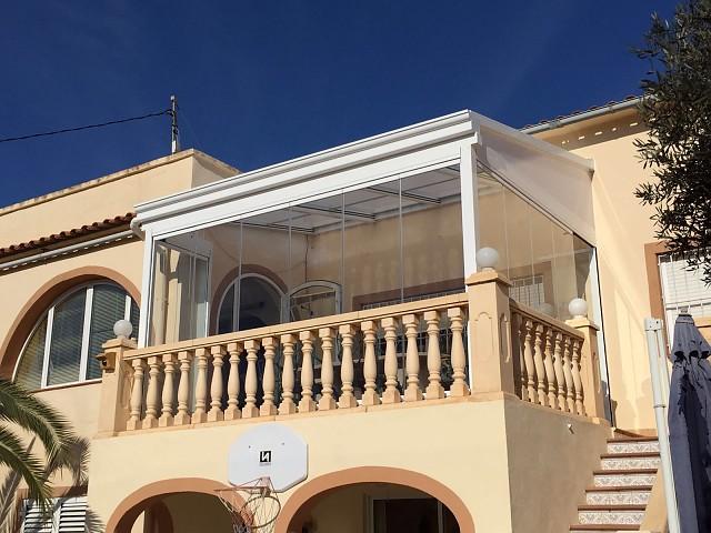 Мобильная крыша со стеклянной завесой в Бениссе - Теулада