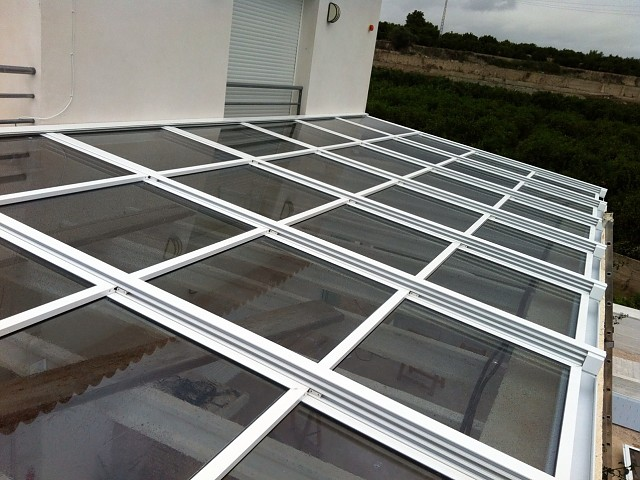 Стеклянная мобильная крыша