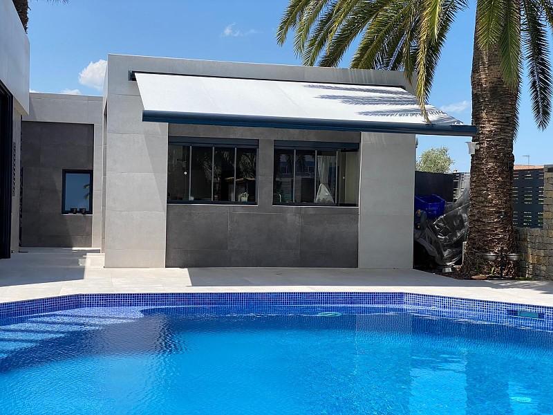Fabricación e instalación de toldos para terrazas y balcones
